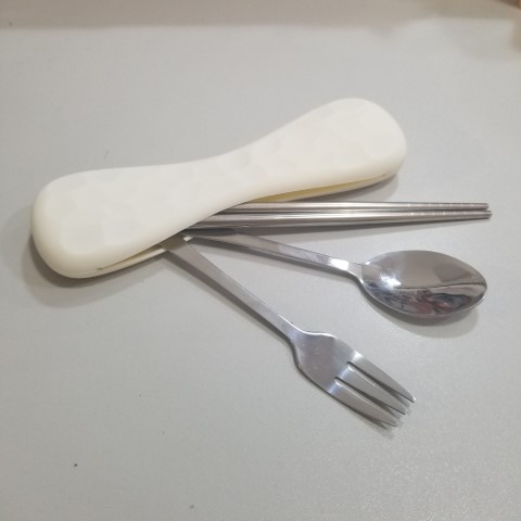 Cutlery set in silicone pouch