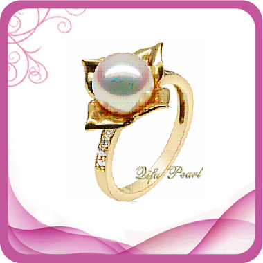 Flower 9k Gold Ring With Pearl And Diamonds.